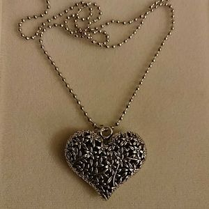 Jewelry - 2 for $10🎈🛍️ SILVER HEART PENDANT  NECKLACE